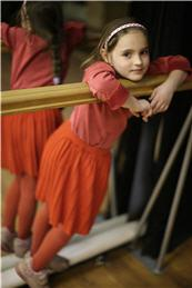 /Files/images/Girl_in_red_Lviv_2008.jpg